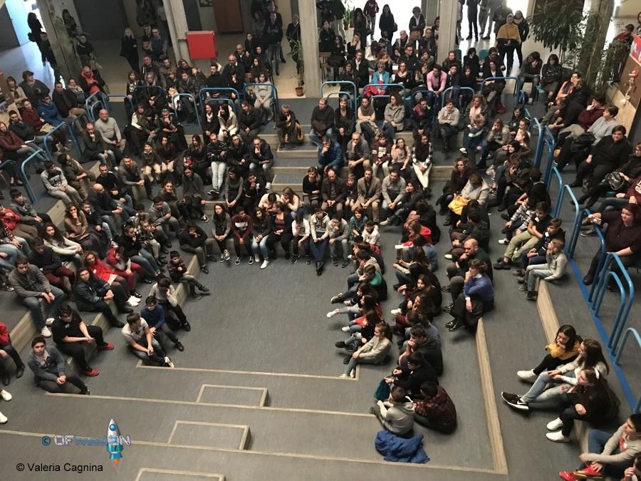 aula magna studenti dreamers per evento valeria cagnina robotica educativa a scuola