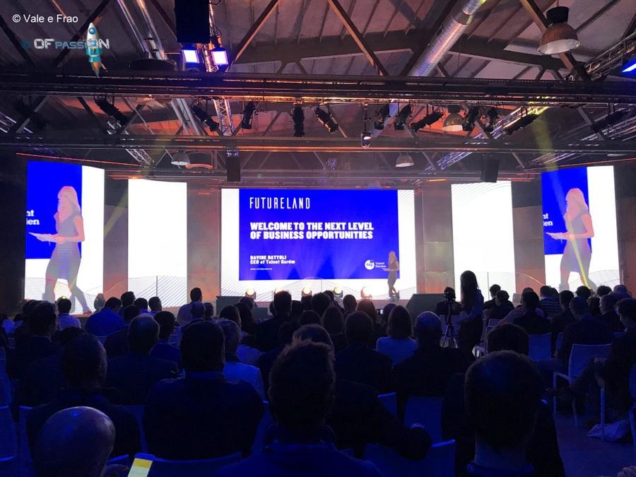 intervento sul palco di Futureland Milano valeria cagnina ofpassion
