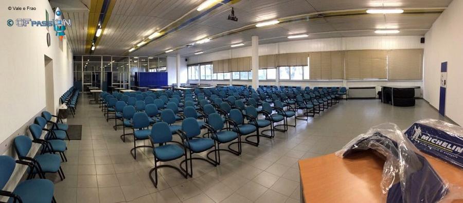 immensa sala conferenze dove di terrà team building e formazione ofpassion in michelin