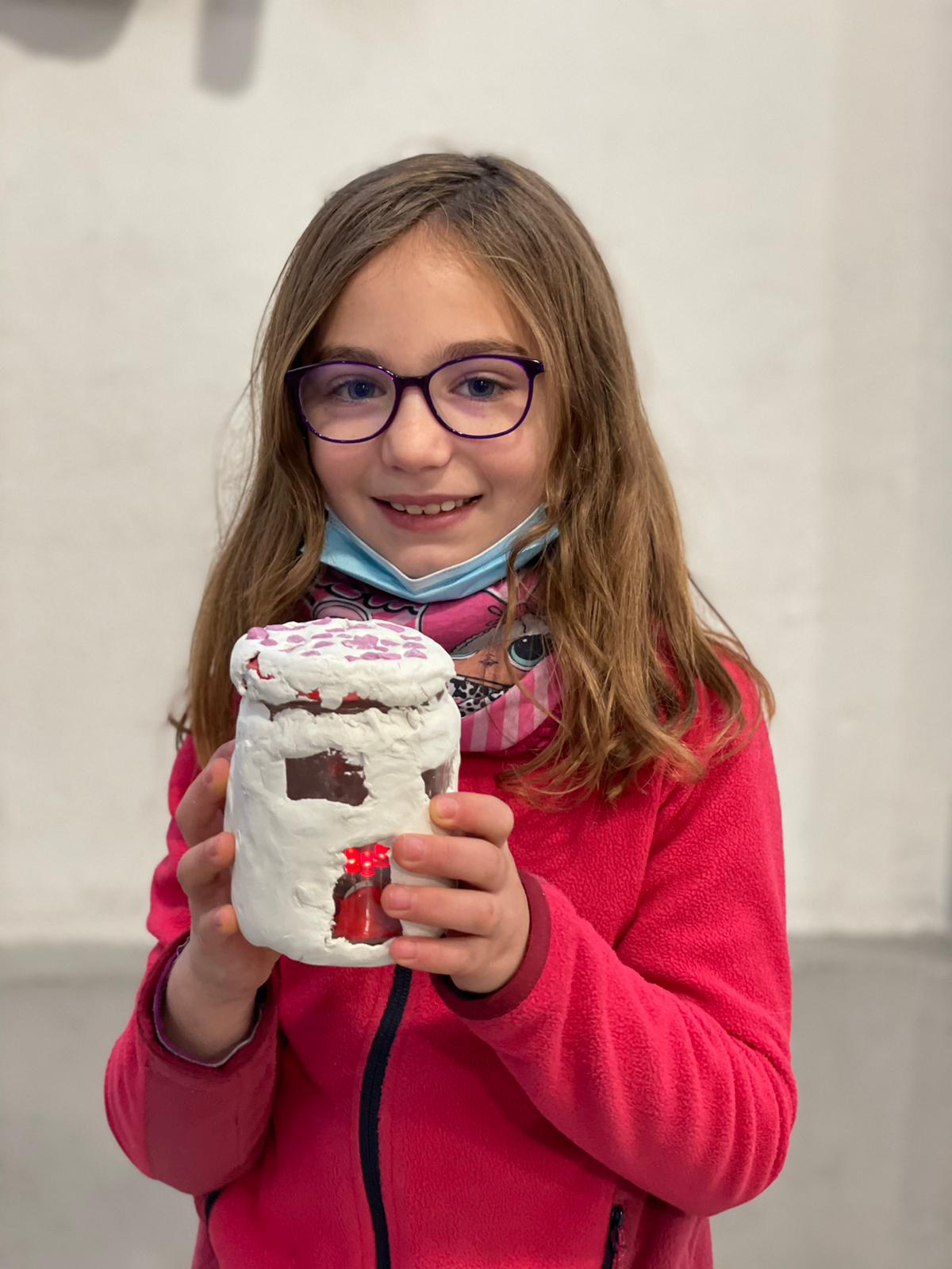bambina con robot ofpassion
