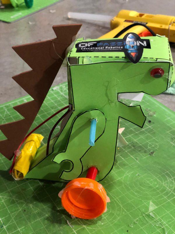 robot dinosauro
