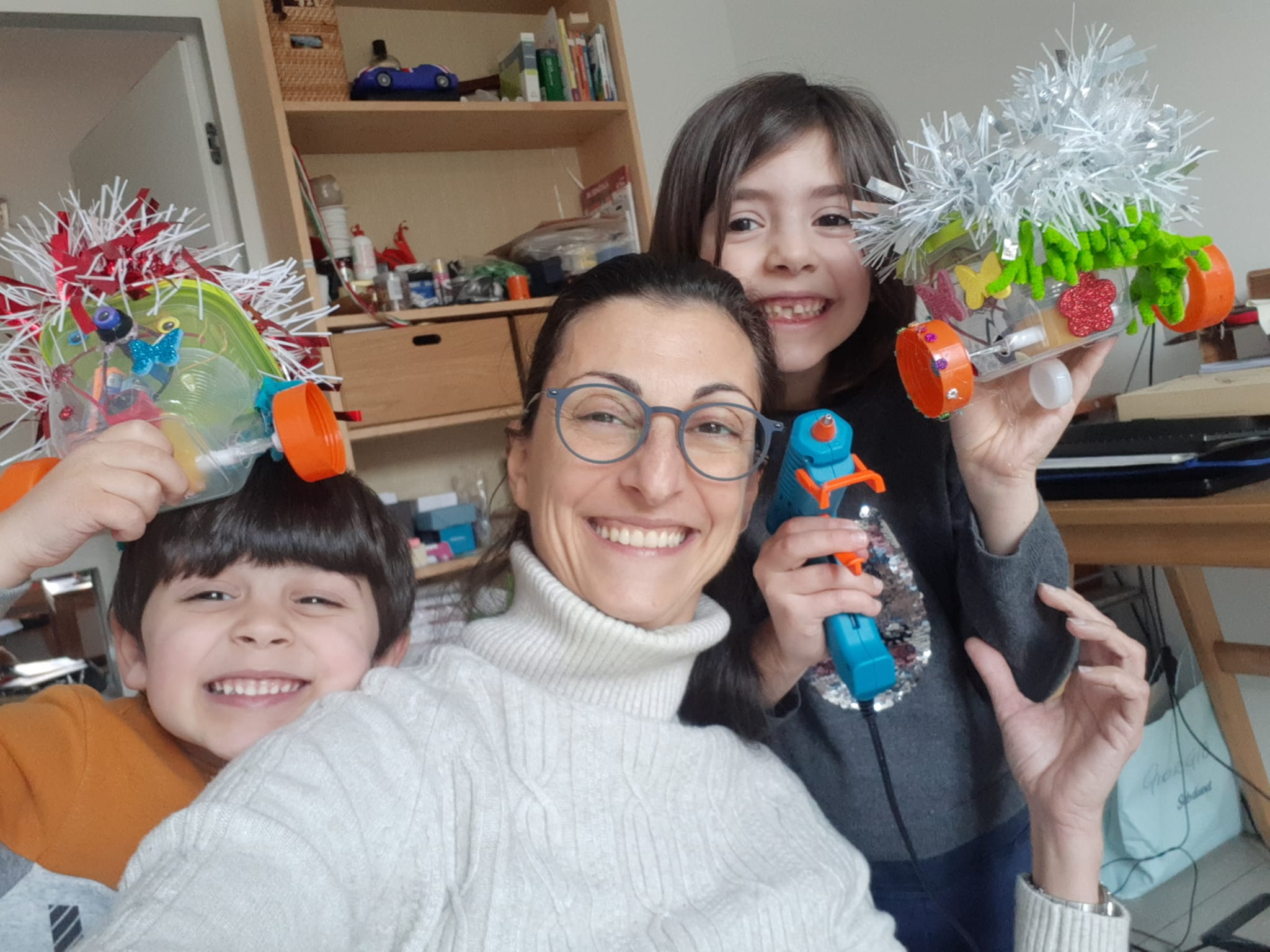 famiglia robot felice