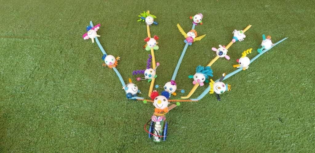 robot creatività bambina